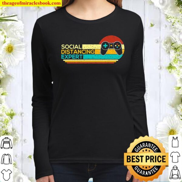 Social Distancing Expert Funny Gaming Vintage Video Gamer Women Long Sleeved